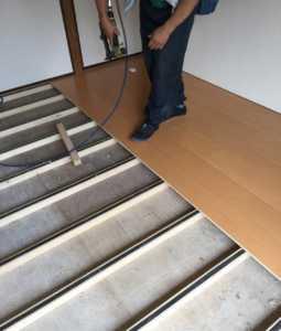 床鳴り防止ゴム